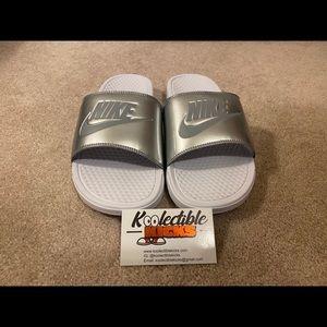Nike Benassi Women slides